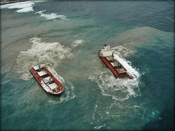 2012.12.10 - MV Selendang Ayu Grounding Figuer 5
