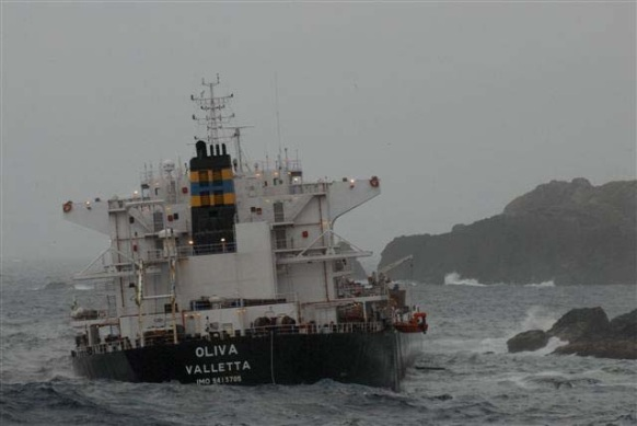 2013.03.18 -Bulk Carrier Runs Aground and Breaks in Half Figure 3