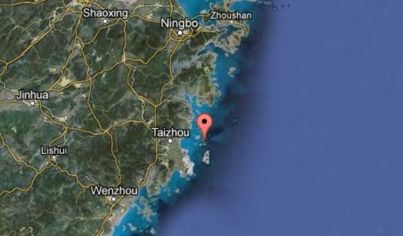 2013.03.19 - Container Ship Capsizes Northeast of Longkou in Shandong Province East China Figure 2