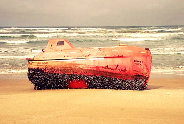 2013.04.03 - Shipwreck Lifeboat from 2011 Accident Washes up in Australia