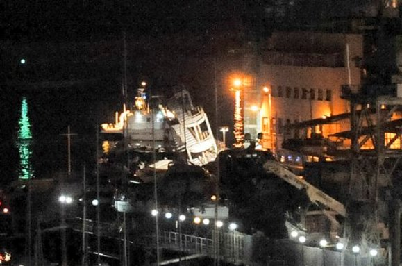 2013.05.08 - Cargo Ship Jolly Nero Crashed Into Genoa Port Control Tower Figure 2