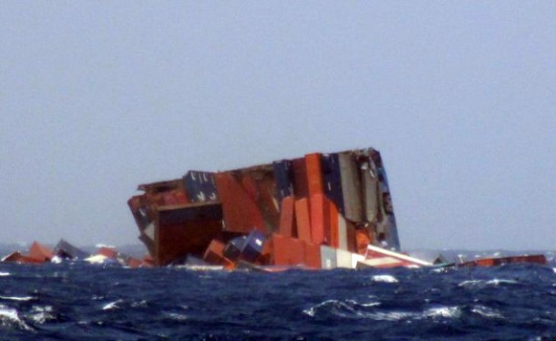 2013.06.18 - MOL Comfort Containership Sinks After Breaking in Two Figure 6