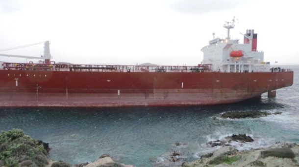 Oil Tanker Grounding due to Strong Winds at Syros, Greece Figure 2