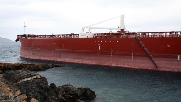 Oil Tanker Grounding due to Strong Winds at Syros, Greece Figure 3