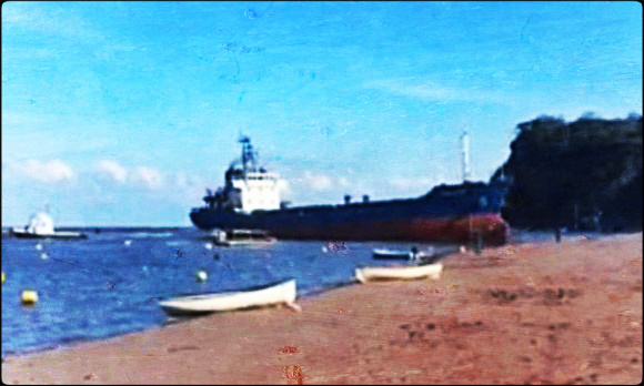 2014.04.01 - Cargo Ship Grounding at beach in Shaldon, UK